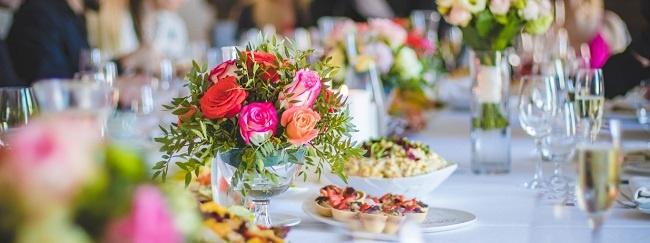 cách cắm hoa để bàn 1