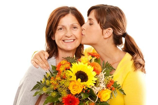 bí quyết tặng hoa lấy lòng mẹ chồng