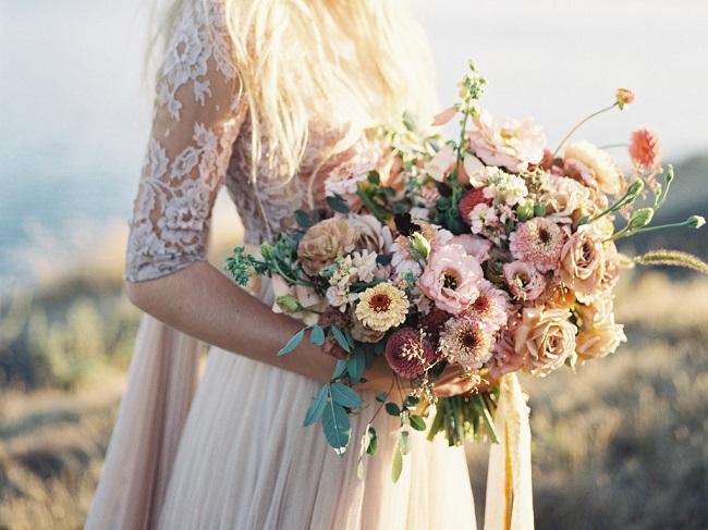 Phối màu hoa cầm tay cô dâu