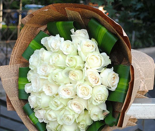 Có nên tặng hoa hồng trắng cho bạn gái, cho người yêu?