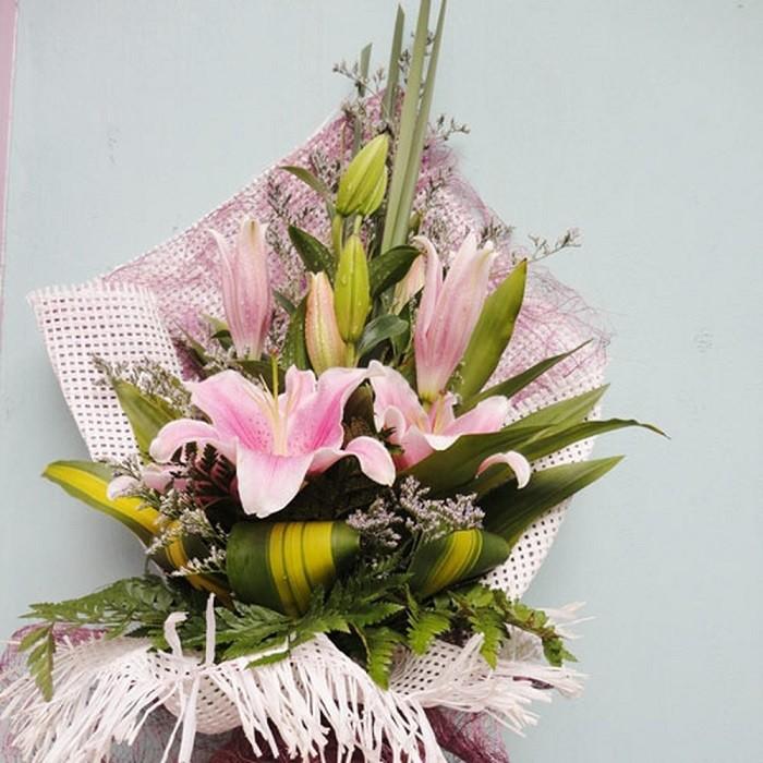 Hoa ly tặng mẹ