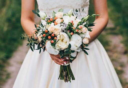 Hoa cưới buộc lơi tự nhiên
