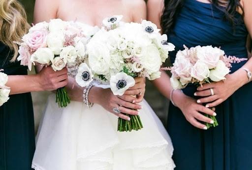 Hoa cưới dáng ngắn