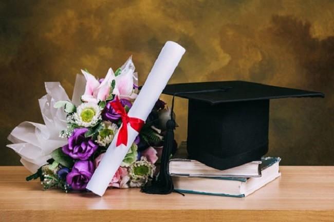 lễ tốt nghiệp nên tặng hoa gì ý nghĩa
