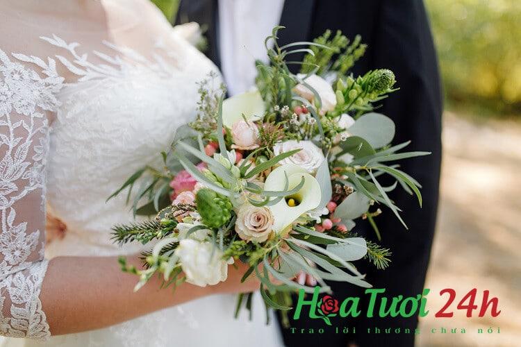 hoa cưới cầm tay dạng thác nước